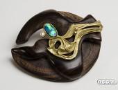 Spilla Oro giallo con opale e brillante su Ebano viola | Negri Gioielli Roma Artigianali | handmade jewellery